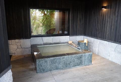 お部屋の露天風呂は源泉かけ流し